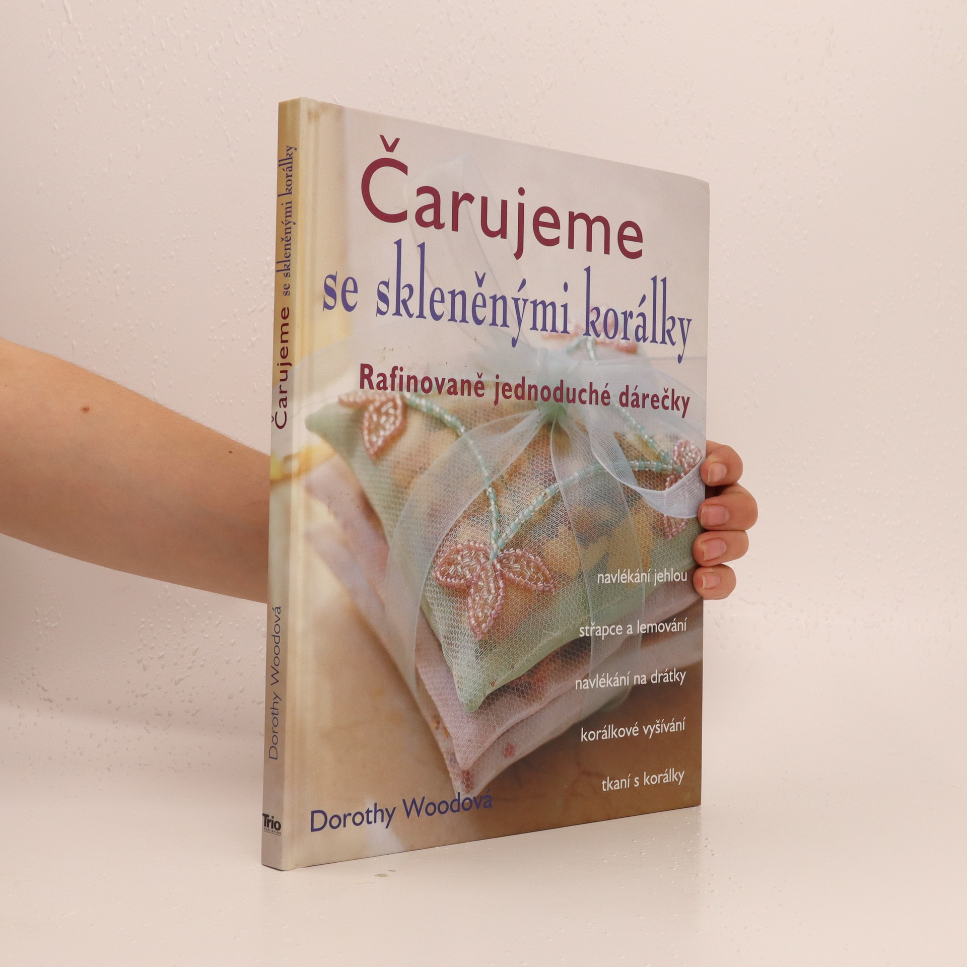 antikvární kniha Čarujeme se skleněnými korálky, 2004