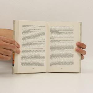 antikvární kniha Mrtví ptáci nezpívají : případ Flavie de Luce, 2020